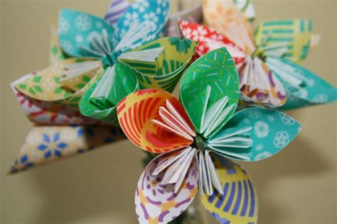 Make Paper Flower Origami - how to make paper flowers easy tips rubbish