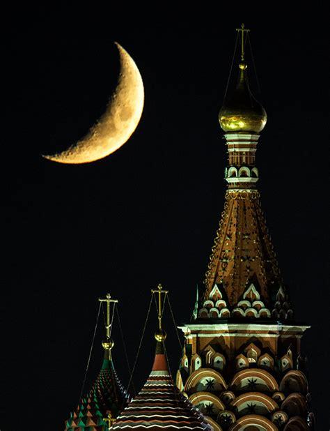 le sputnik le kremlin de moscou pendant la nuit sputnik
