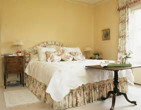 Decorating Ideas For Yellow Bedroom Walls Decorating A Small Bedroom Ideas Photos Home Delightful