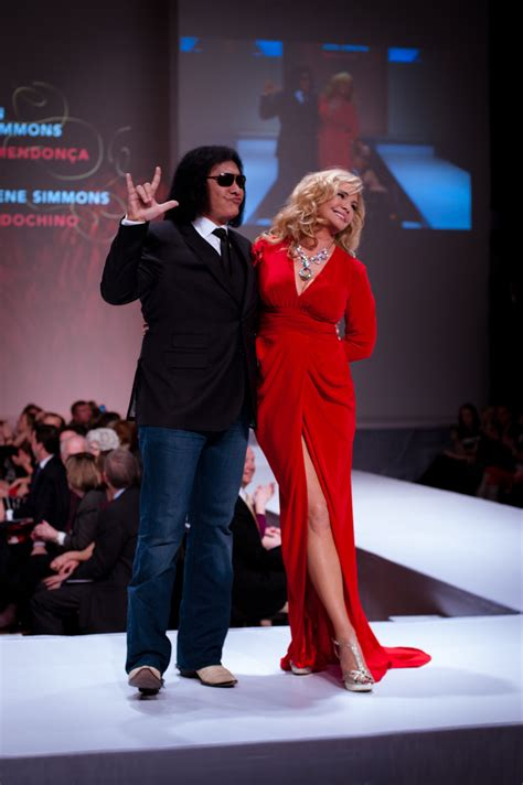 fashion has heart charity extravaganza file heart and stroke foundation the heart truth