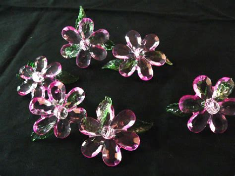 Torio Flower Drops Top Set large pink flower table top spreads