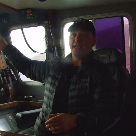 deadliest catch captains on the scariest moments of captain phil harris moments deadliest catch discovery
