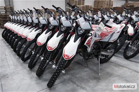 Beta Motorrad Preisliste 2015 by Beta Katalog Motocyklů A Motokatalog Na Motork 225 ři Cz
