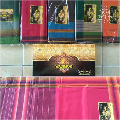 Sarung Seragam Kemasan Dompet sarung wadimor motip padang pusat grosir batik toko pakaian jual grosir murah