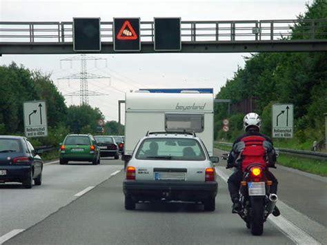 Motorrad Durch Stau Fahren by Motorrad Im Stau 220 Berholen 166 Fahrtipps De