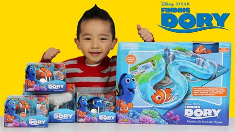 Disney Robo Fish Swimming Finding Dory Bailey unboxing disney finding dory toys marine playset and