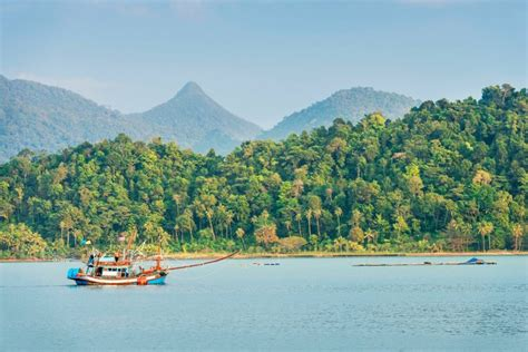 thailands national parks  closing