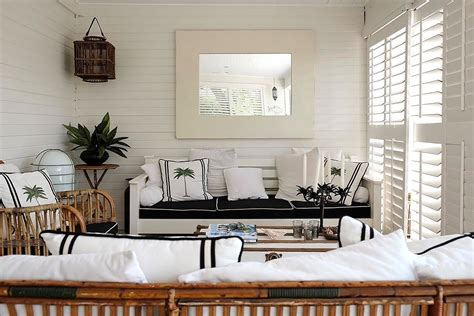 interieur wit hout binnenkijken interieur in zwart wit en hout stijlvol