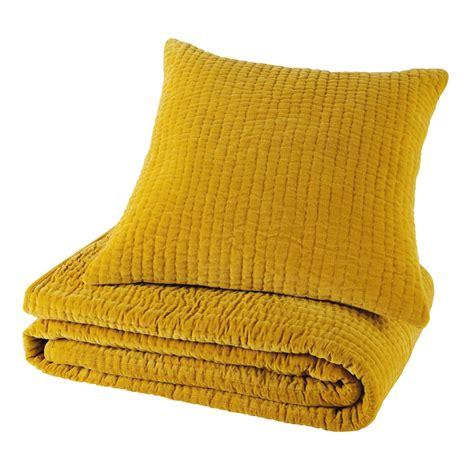 coussins velours coussin en velours piqu 233 jaune moutarde 60 x 60 cm maisons du monde