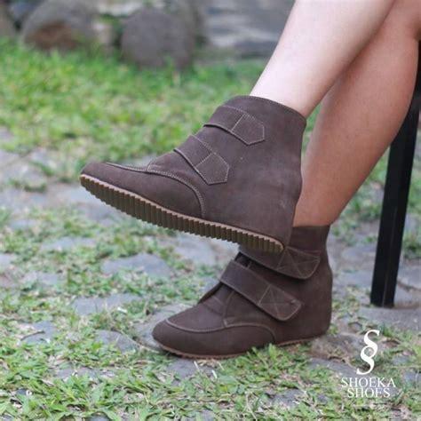 T Sepatu Sendal Wedges Wanita Putih Kerja Kantor Pesta Santai Jalan sepatu wanita tips dan trik memilih sepatu wedges