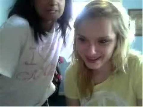 teen omegle two girls show their bras and cleavages on omegle chat