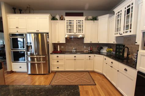 Grid Kitchen by Affordable Custom Cabinets Showroom