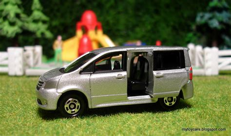 tomica toyota mytoycars tomica toyota noah