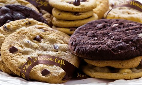 nestle toll house cookie cake nestle toll house cookies nestl 233 toll house caf 233 by chip groupon