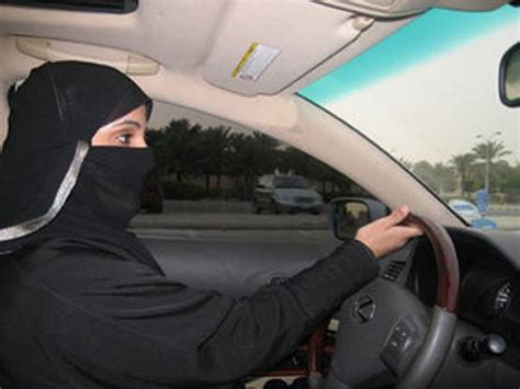 al volant arabia saudita le donne si mettono al volante e sfidano
