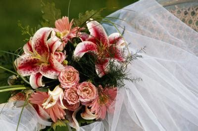 wedding flower etiquette ehow