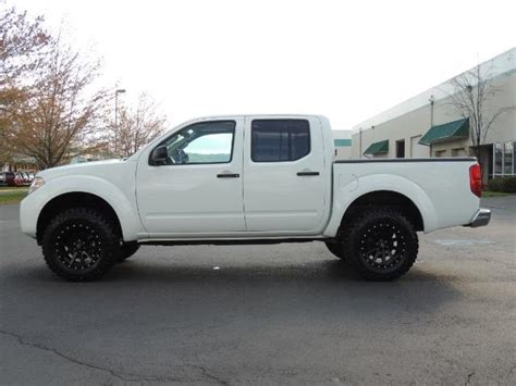 nissan frontier lifted 2016 nissan frontier sv 4x4 crew cab 6cyl lifted