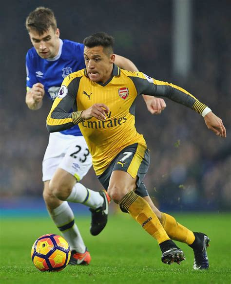 alexis sanchez arsenal contract transfer news man united swap chelsea deal sanchez on