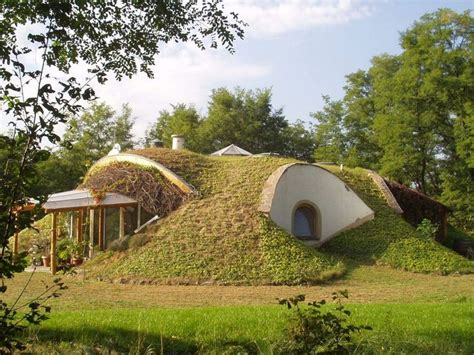 House Cleaning Green Earth House Best 25 Underground Greenhouse Ideas On