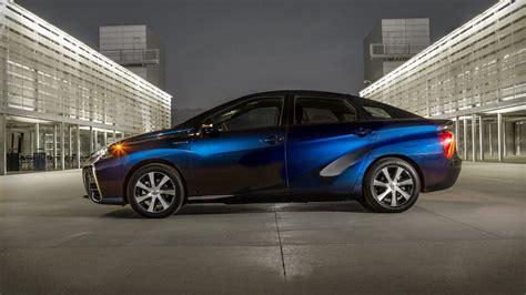 how the toyota mirai s fuel economy compares to the prius