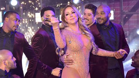 who is performing on new years carey s new year s performance in times square was end to 2016 am new york