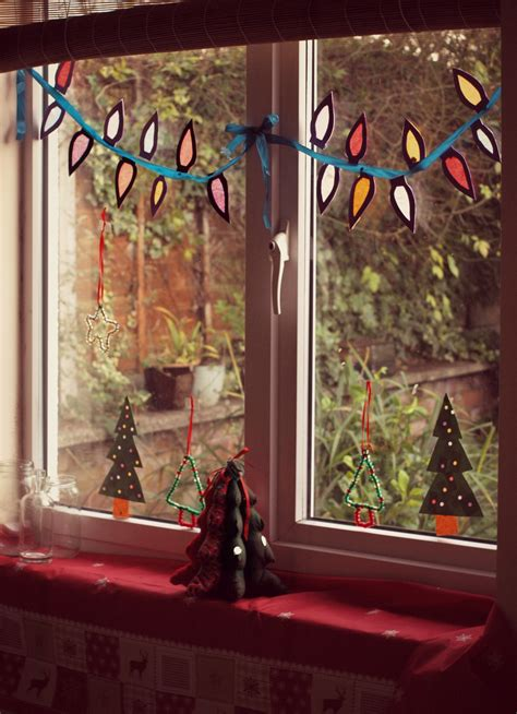 window spraysnowglo christmas windowdecoration window decoration here come the