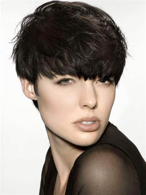 Full Forward Short Hair Styles | fryzura z grzywką przebojowa