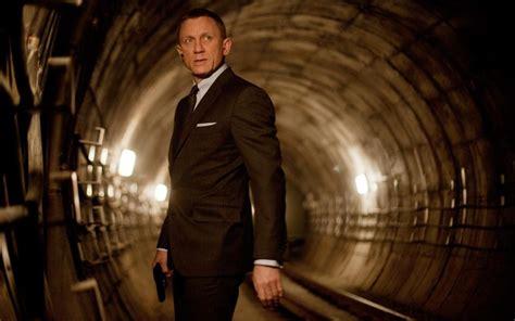 film james bond 2016 daniel craig offered 150 million to return as james bond