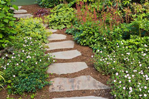 garden pathway design ideas   natural stones