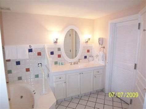 what type of bathtub is best best kind of bathtub and tub surround home improvement