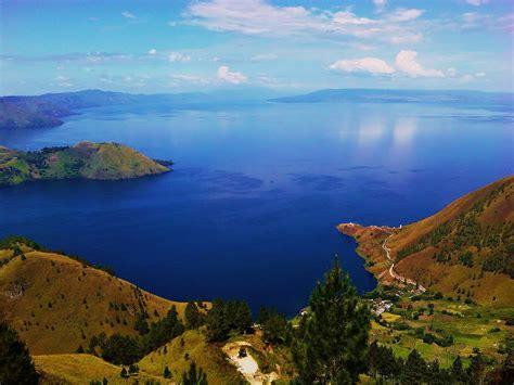 Di Indonesia 10 danau terindah di indonesia yang wajib dikunjungi