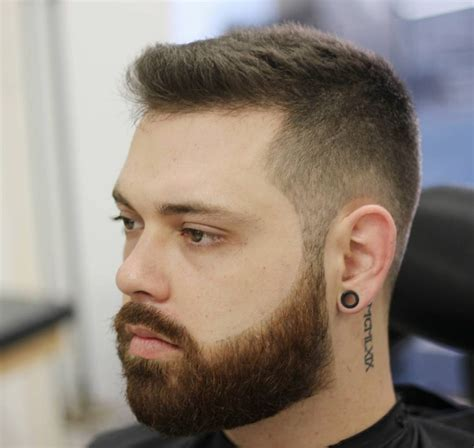 Short Haircuts That Go Well With A Beard   18 cool short haircuts for men