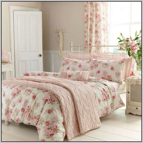 bedroom curtains and bedding to match bedding with matching curtains and wallpaper curtains