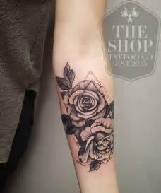 small womens tattoos 25 melhores ideias de tatuagem de lobo geom 233 trico no pinterest lobo geom 233 trico tatuagens de