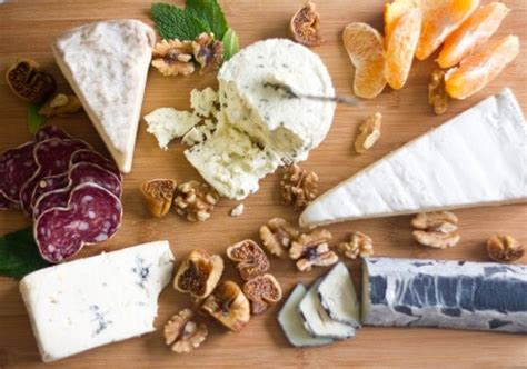 How To Decorate Cheese Platter by How To Make A Cheese Tray Bluebirdkisses