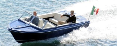 speed boat in quantum of solace sunseeker sovereign 17 bond lifestyle