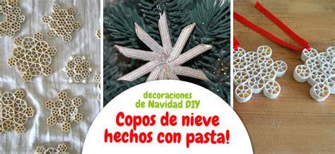 como decorar un arbol de navidad con nieve artificial manualidad copos de nieve de pasta para decorar el 225 rbol
