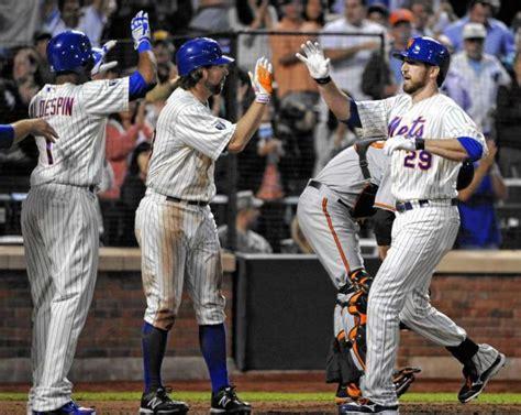 Ny Giants Curtains Mets Insider Fans Like Ike After Slam Ny Daily News