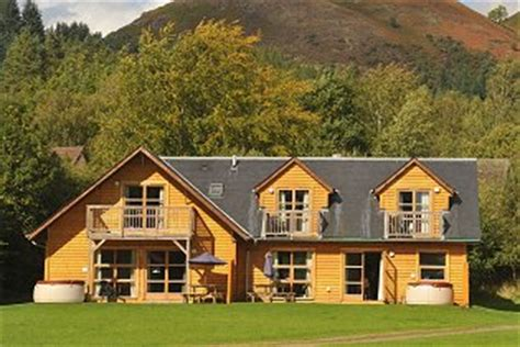 Log Cabins Loch Lomond With Tub by Loch Lomond Waterfront Lodges With Tubs In