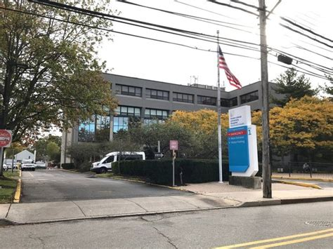 staten island south emergency room ex cop convicted of slugging emergency room he