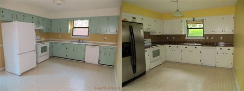 Kitchen Before And After Diy by Shaker Kitchen Cabinet Update Before And After The Diy