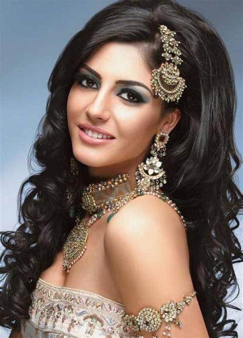 peinados y maquillaje inspirados por la moda hind 250