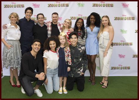 film seri tentang zombie disney s zombies cast reunite for fun filled screening