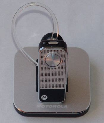 Motopure H12 Bluetooth Headset Gets Bling by Motorola Motopure H12 Bluetooth Headset Phonesreviews Uk