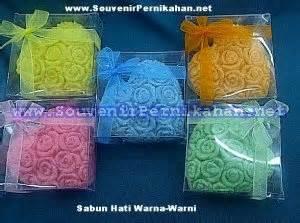 Souvenir Sabun Bentuk Mawar 1 sabun hati warna warni souvenir pernikahan