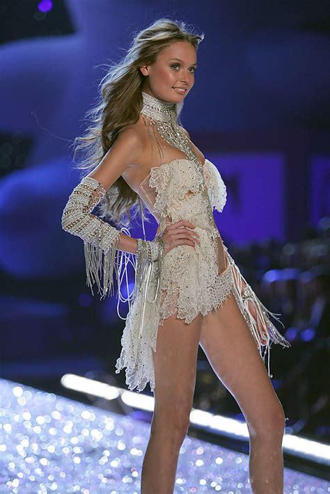 s runway secret tatiana in the s secret fashion show runway