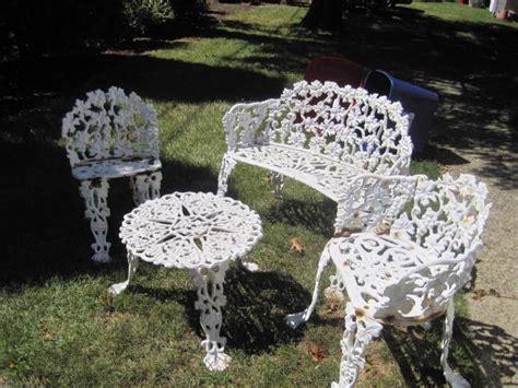 Vintage 4 PC Cast Iron Patio Lawn Set Table Chairs