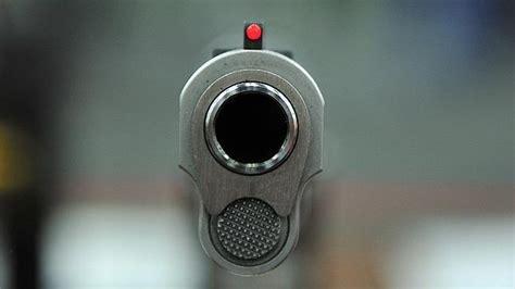 the point of the gun the definitive shooting guide to choosing firearms for self defense books una ni 241 a de cuatro a 241 os dispara y mata por accidente a su