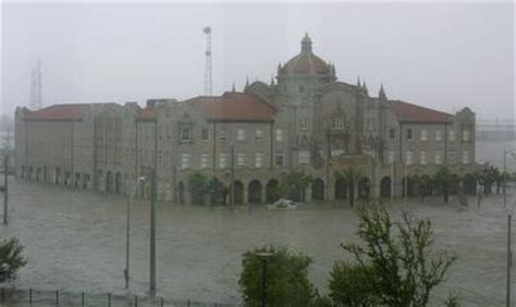 after hurricane hit the gulf coast on aug 29 2005