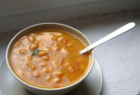 imagenes de judias blancas sopa de alubias blancas con tomate y albahaca el